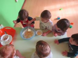 Dolci frittelle preparate dai nostri piccoli bambini